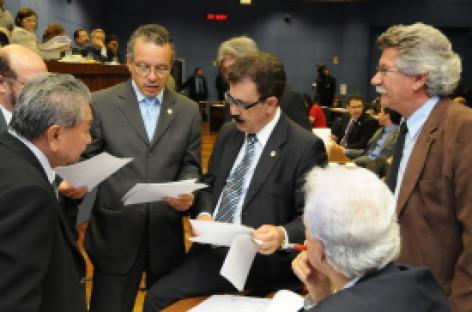Empresários conseguem adiar votação sobre alvará anual para 20/12, às 10h, em sessão extraordinária na Câmara