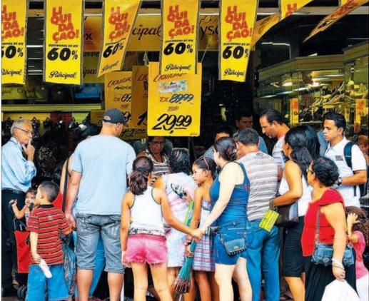 Liquidação de até 70% se espalha pelo comércio varejista