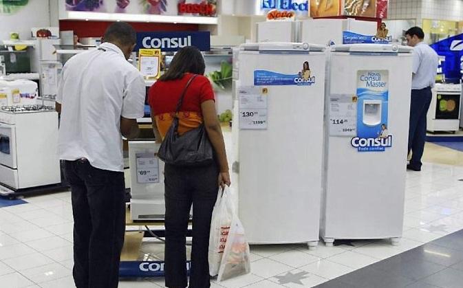 Vendas no varejo no Brasil tem o pior resultado para abril em 12 anos, segundo IBGE