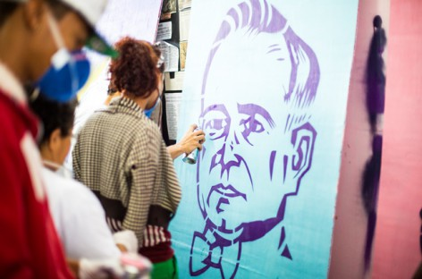 Oficina de grafite chega ao fim com telas que irão compôr exposição