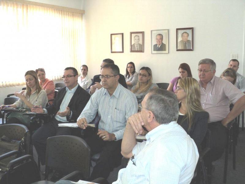 Empresários participam de mais uma assembleia no Sindivarejista