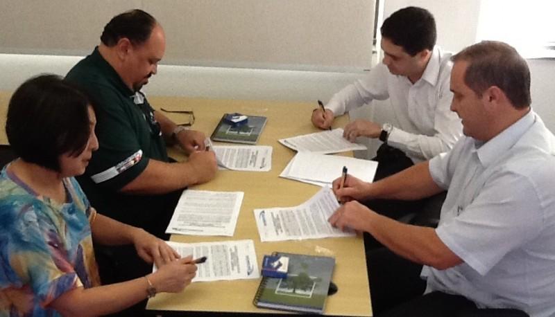 Aditamento à Convenção Coletiva é assinada para Cosmópolis