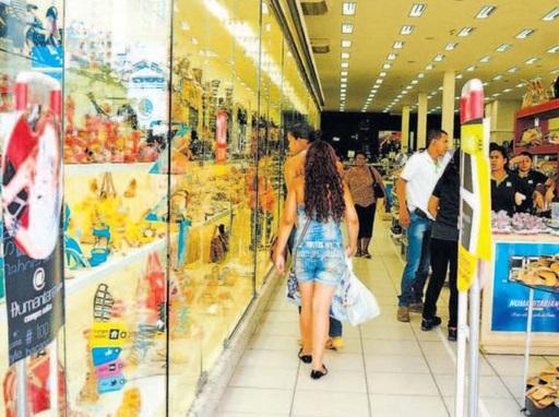 Dívidas, inadimplência e inflação atrapalharam as vendas em 2013