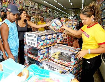 Vendas do comércio varejista tiveram recorde em 2010, aponta pesquisa feita pelo IBGE
