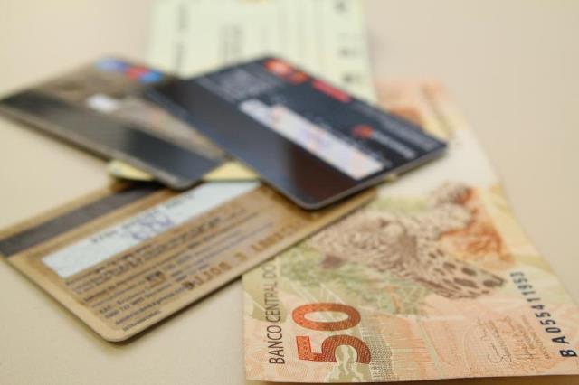 Dois em cada dez brasileiros ainda usam carnê como forma de pagamento
