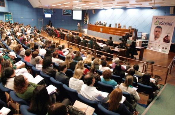 Palestra sobre eSocial lota plenário da Câmara de Campinas