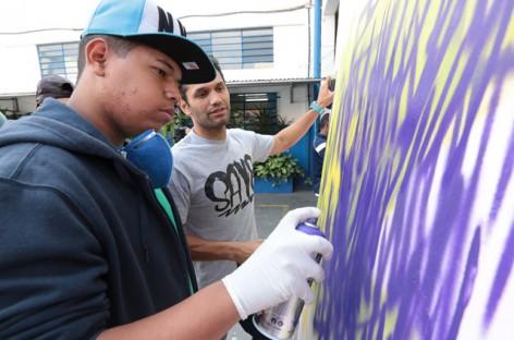 Alunos colocam mão na massa em segundo dia de oficina de grafite