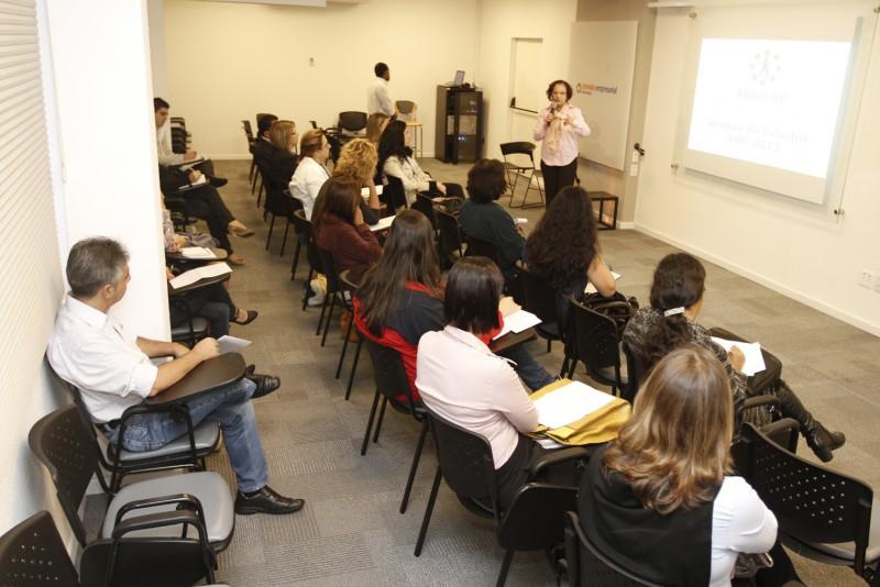 Grupo de RH no Varejo compartilha ações de todos em reuniões