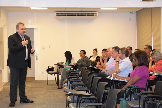Seminário reuniu empresários no SindiVarejista para discutir gestão na crise