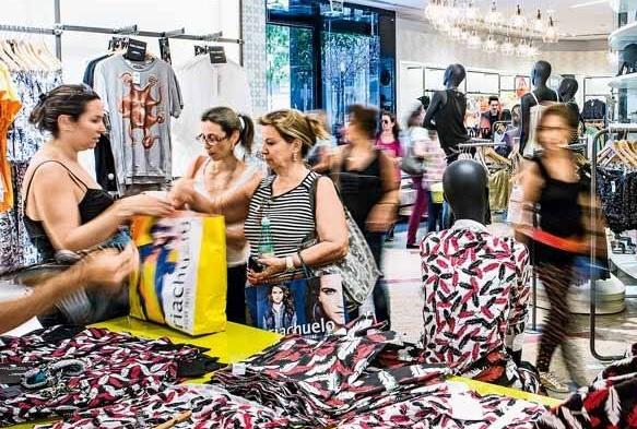 Apesar da crise, comércio é destaque de emprego em SP