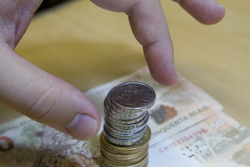 Índice de confiança do comerciante continua em queda no mês de abril, segundo CNC