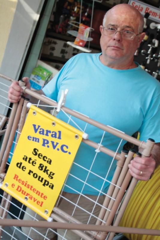 Criatividade de varejista resultou na criação de varais de PVC