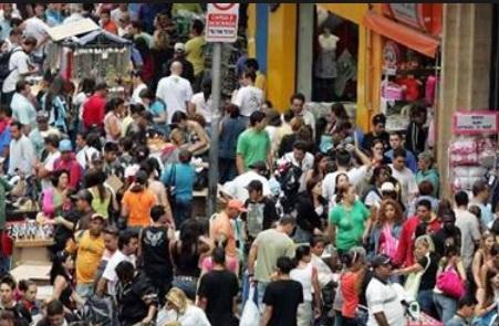 71% vão pagar à vista e comprar em lojas de rua neste fim de ano, segundo pesquisa