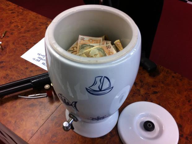 Polícia encontra filtro que 'limpa' notas roubadas, informa portal G1