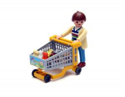 Brasileiro reduz pela metade tempo gasto em compra no supermercado