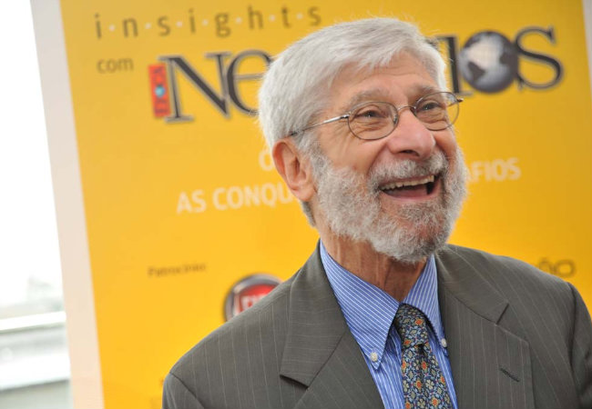 Confira vídeo direto da NRF 2015 em NY com economista Albert Fishlow