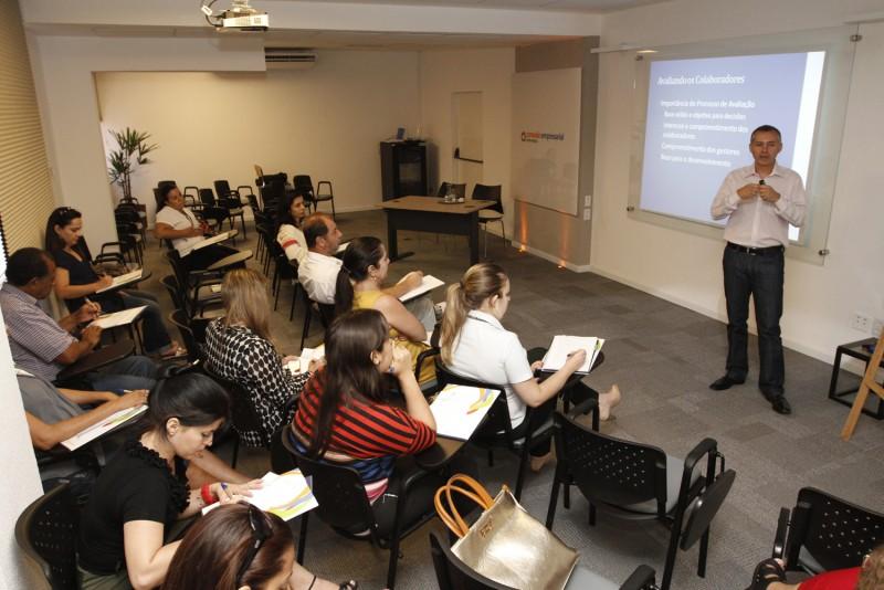 Palestra sobre como reter talentos estimula participação e debate