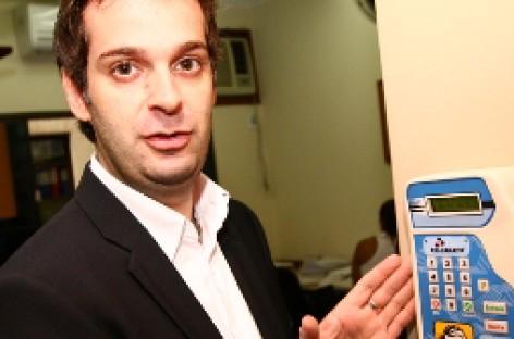 Ministro abre brecha de negociação para Registro de Ponto Eletrônico