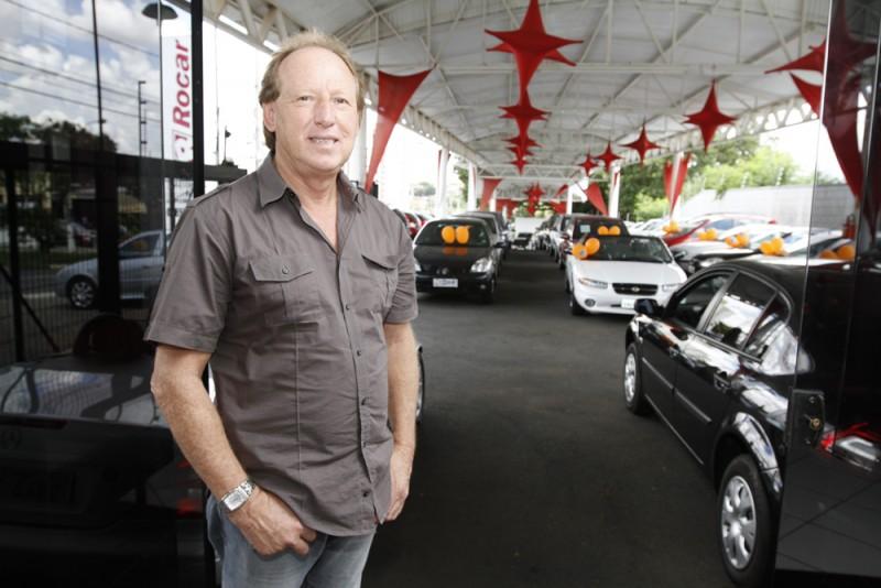 Paixão de comerciante por carros acabou virando negócio