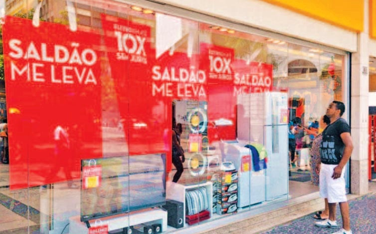 Com estoques altos devido as vendas fracas do Natal, lojistas fazem saldões agressivos