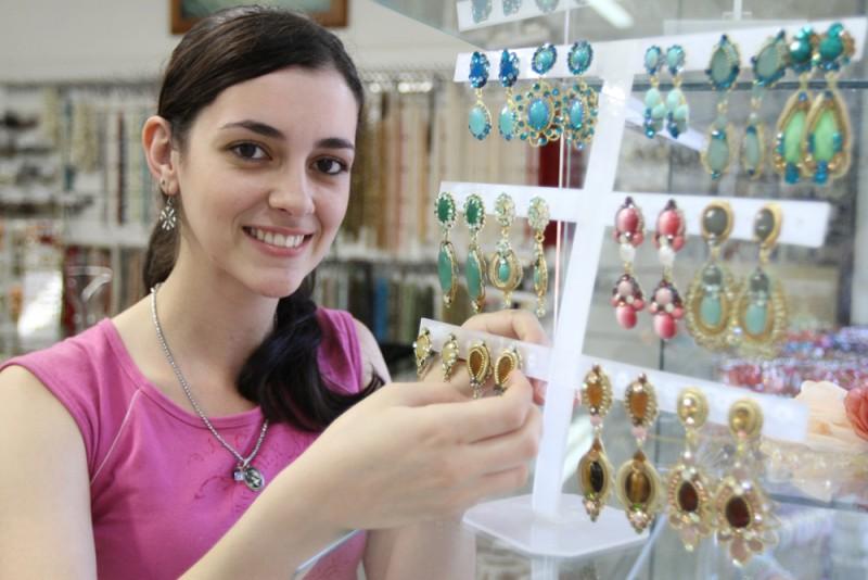 Comércio lidera empregos de carteira assinada no Brasil pela 1ª vez