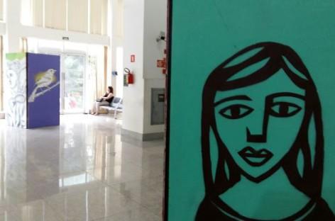 Painéis de grafite estão expostos no Fórum trabalhista. Confira!