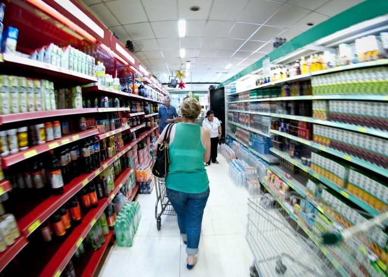 Com um Natal magro, supermercados ampliam opções de itens mais baratos