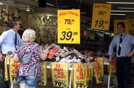 Comércio da região fechou 20 postos de trabalho por dia em 2015