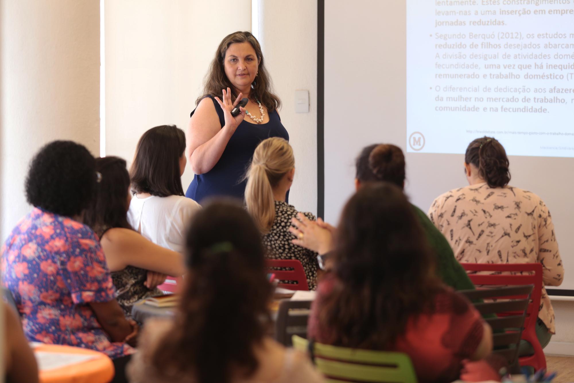 SindiVarejista encerra mês da mulher com debate: Mulher x Trabalho
