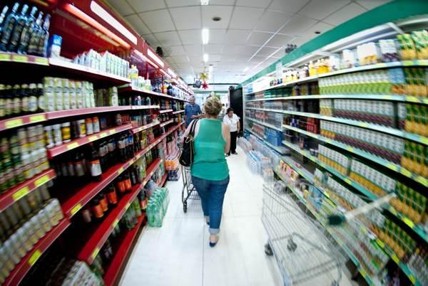 Vendas do varejo têm queda real de 6% em fevereiro, diz IDV