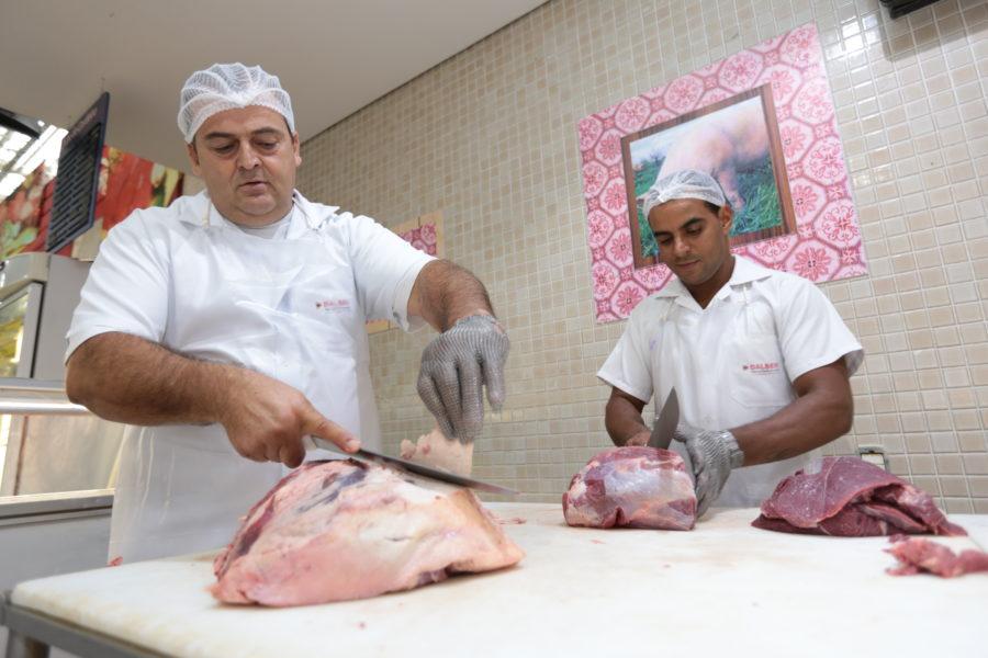 Funcionários do açougue do Dalben Supermercados