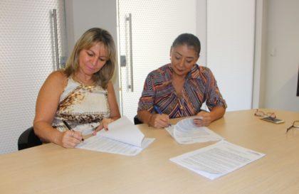 O documento foi assinado pela presidente do SindiVarejista, Sanae Murayama Saito, e pela presidente do Sincomerciários, Nanci Teresinha Felippe/ Luciana Félix