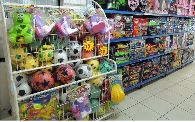 Brinquedos somem das gôndolas após supermercados reavaliarem espaços