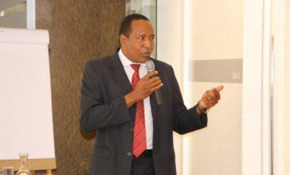 Consultor da Roperbras Segurança, Denílson dos Santos, durante palestra sobre Segurança no Trabalho