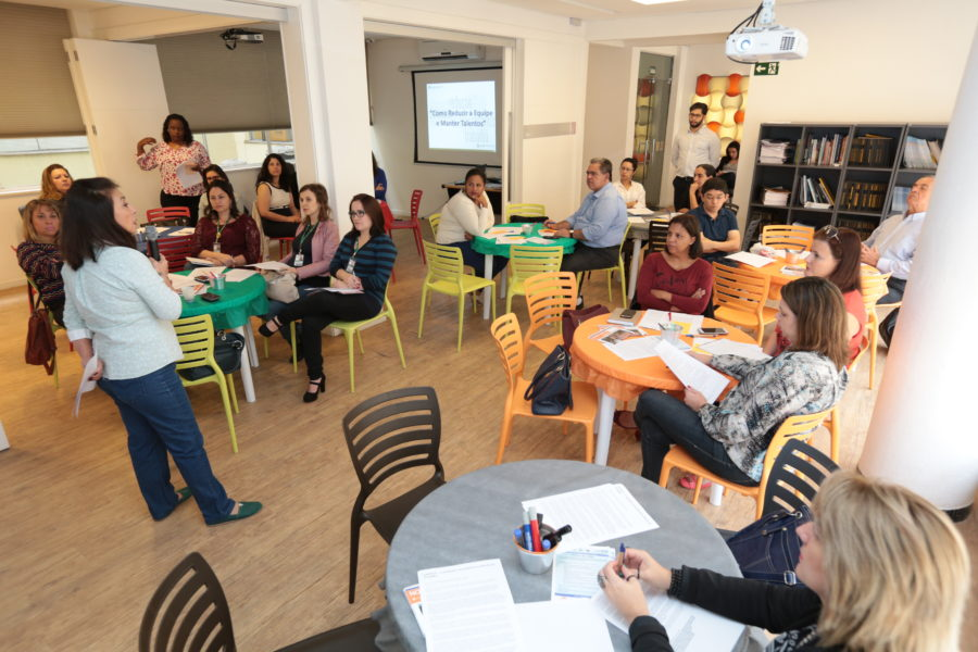 Participantes durante o 4º encontro. Foto: Adriano Rosa