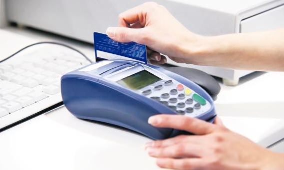 Cartão próprio impulsiona as vendas em pequenos supermercados