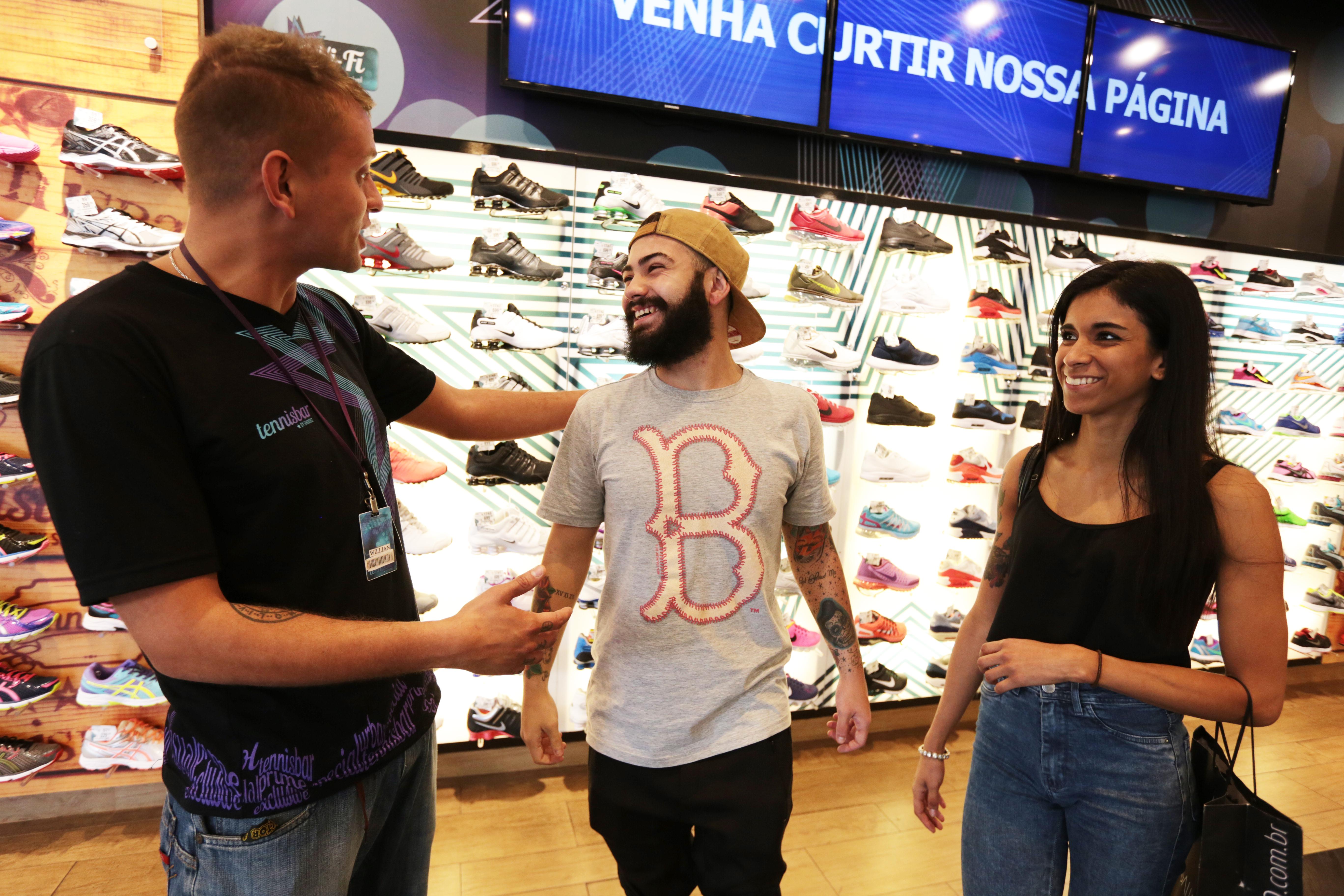 Pesquisa aponta que vendedores brasileiros estão mais simpáticos