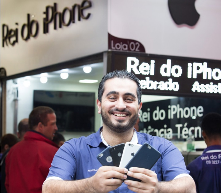 """Comerciante vira """"Rei do iPhone"""" após indicação de cliente"""