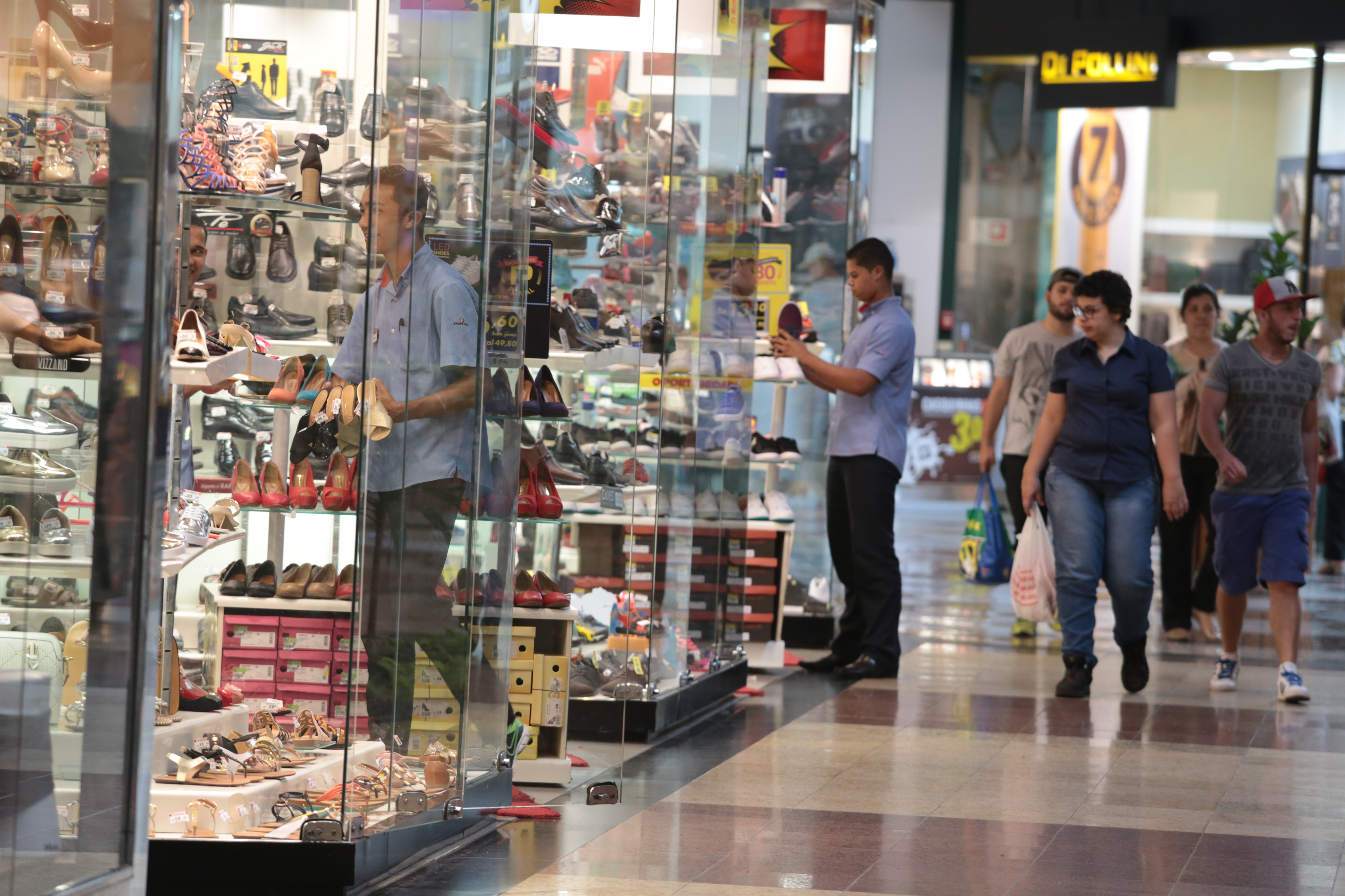Varejo extingue 717 empregos formais em março na região de Campinas