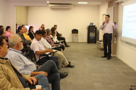 Seminário atrai varejistas em busca de soluções para enfrentar a crise