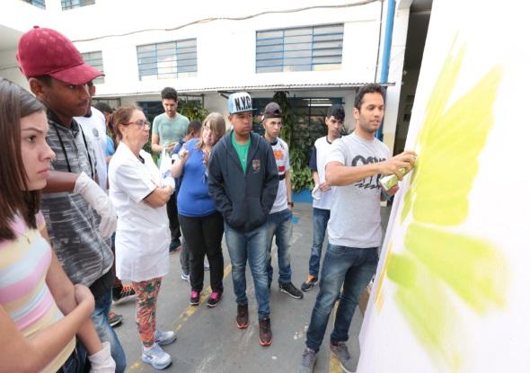 Conexão Social recebe prêmio com projeto 'Grafite na Escola'