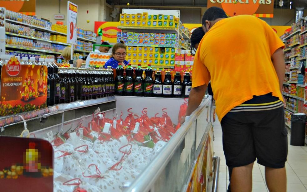 Após quatro quedas seguidas, varejo cresce 2% em novembro, diz IBGE