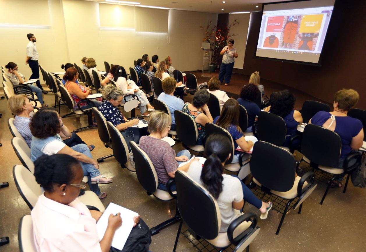 SindiVarejista e Casa Ronald promovem curso de customização de roupas