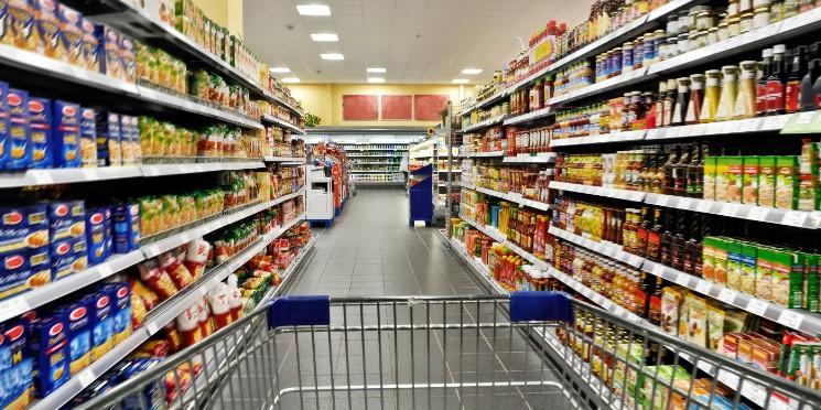 Vendas em supermercados crescem e preços caem