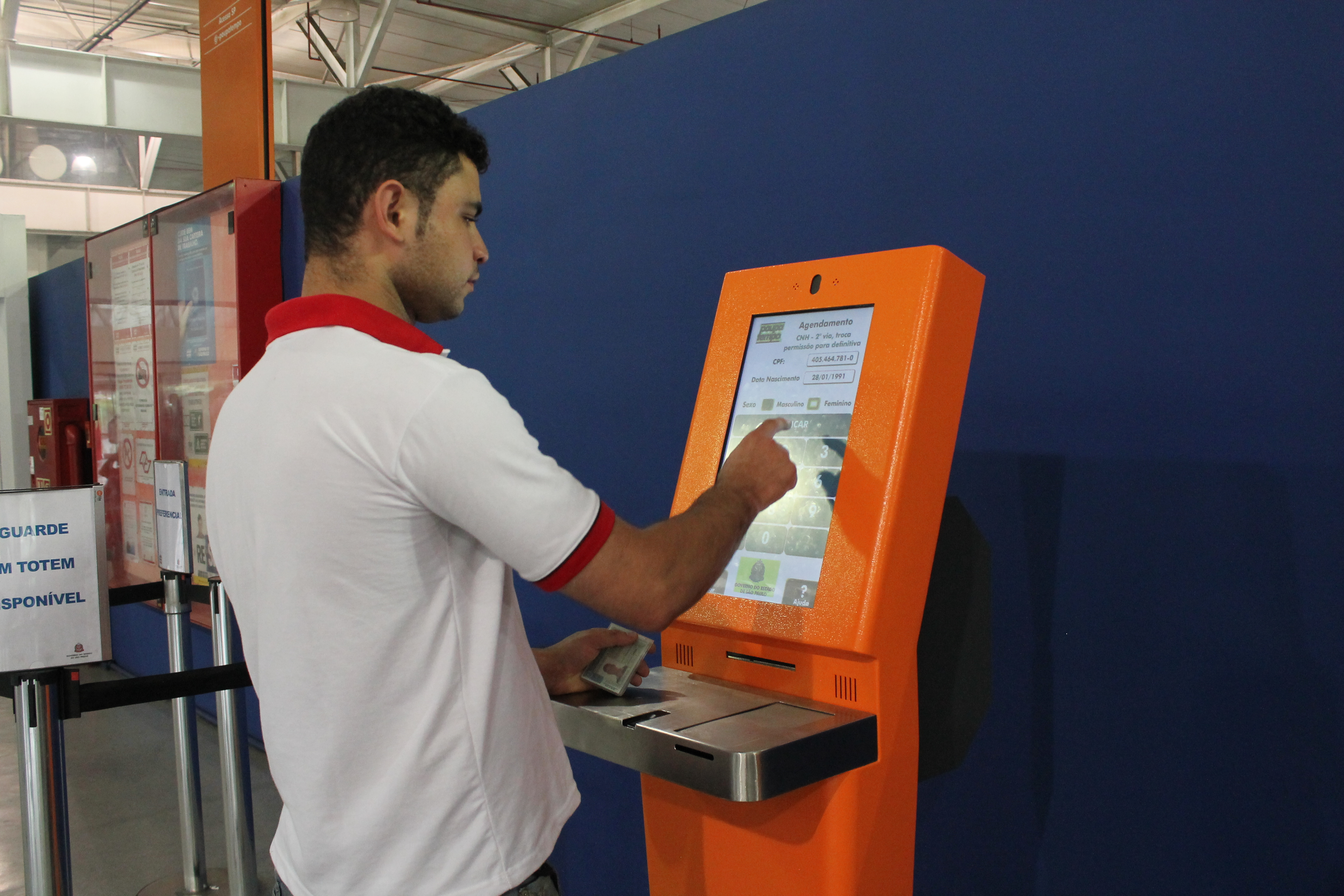 Shoppings e supermercados podem ter máquina automática do Poupatempo