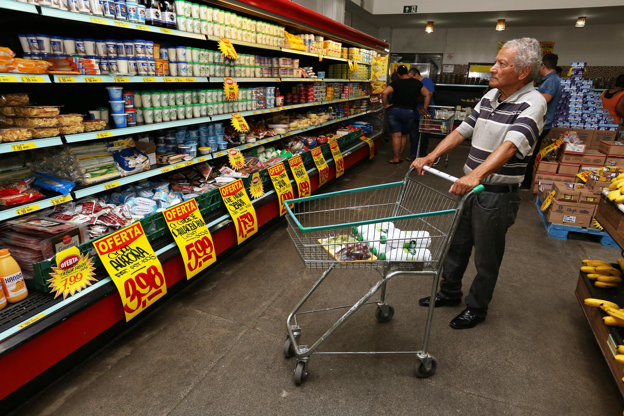 Supermercados não poderão mais reconferir compras de clientes