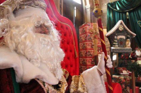 Papai Noel leva magia de Natal ao comércio do Centro
