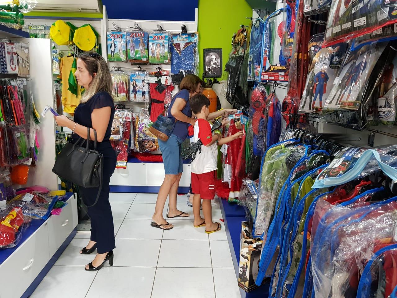 Comércio funciona das 9h às 16h, na terça-feira de Carnaval