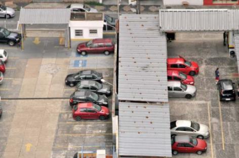 Nova lei obriga comércio a ter vaga de estacionamento