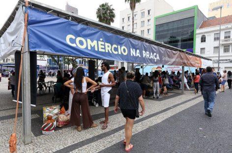 """""""Comércio na Praça"""" reúne 2 mil pessoas nos 75 anos do SindiVarejista"""